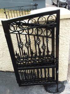 folding wrought iron entrance gates, folding steel entrance gates, folding driveway gates, folding gates Cork Ireland